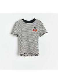 Reserved - T-shirt w paski - Wielobarwny. Wzór: paski