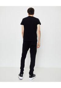 Balmain - BALMAIN - Koszulka z napisem w stylu disco. Kolor: czarny. Materiał: bawełna, jeans. Wzór: napisy