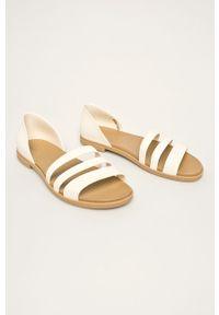 Białe sandały Crocs
