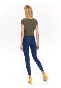 TOP SECRET - Spodnie jeansowe rurki. Kolor: niebieski. Materiał: jeans. Wzór: gładki. Sezon: wiosna, lato #6