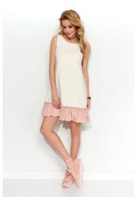 e-margeritka - Sukienka trapezowa dzianinowa z falbaną śmietankowa - 40. Materiał: dzianina. Długość rękawa: na ramiączkach. Typ sukienki: trapezowe