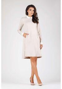 Nommo - Beżowa Wizytowa Sukienka Trapezowa z Białym Kołnierzykiem. Kolor: beżowy, biały, wielokolorowy. Materiał: wiskoza, poliester. Typ sukienki: trapezowe. Styl: wizytowy