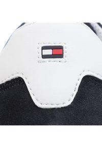 TOMMY HILFIGER - Tommy Hilfiger Sneakersy Iconic Material Mix Runner FM0FM02667 Granatowy. Kolor: niebieski