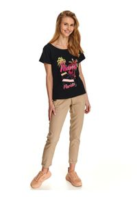 DRYWASH - Luźny t-shirt z nadrukiem i paseczkami z tyłu na plecach. Kolor: czarny. Materiał: bawełna. Wzór: nadruk. Sezon: lato, wiosna. Styl: wakacyjny
