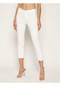 Białe jeansy slim Guess