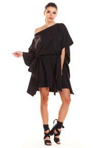 Infinite You - Czarna Kimonowa Sukienka z Paskiem. Kolor: czarny. Materiał: poliester, elastan
