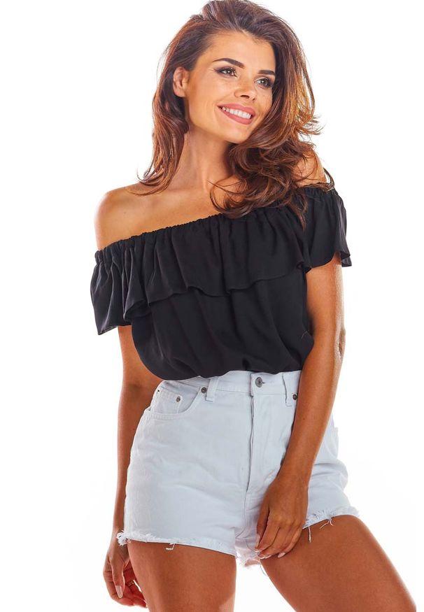 Awama - Czarna Letnia Bluzka z Hiszpańskim Dekoltem. Kolor: czarny. Materiał: wiskoza, elastan. Sezon: lato
