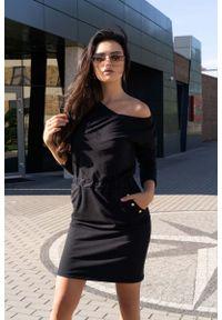 Merribel - Czarna Dzianinowa Sukienka z Metalowymi Napkami. Kolor: czarny. Materiał: dzianina