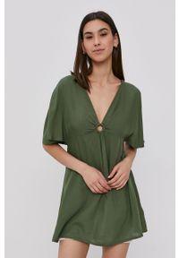 Roxy - Sukienka. Kolor: zielony. Materiał: tkanina. Długość rękawa: krótki rękaw. Wzór: gładki. Typ sukienki: rozkloszowane