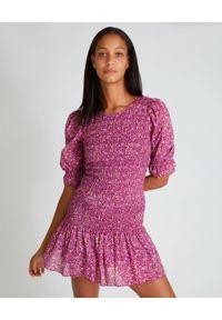 LOVE SHACK FANCY - Różowa sukienka Luppa. Okazja: na co dzień. Kolor: różowy, wielokolorowy, fioletowy. Materiał: bawełna, prążkowany. Wzór: kwiaty, aplikacja, nadruk. Styl: casual