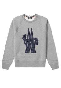 MONCLER - Szara bluza z logo. Okazja: na co dzień. Kolor: szary. Materiał: bawełna. Długość rękawa: długi rękaw. Długość: długie. Wzór: nadruk. Sezon: jesień. Styl: casual