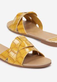 Born2be - Żółte Klapki Yaney. Nosek buta: otwarty. Kolor: żółty. Materiał: skóra. Wzór: motyw zwierzęcy. Sezon: lato. Obcas: na obcasie. Wysokość obcasa: niski