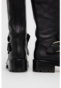 Red Valentino - Kozaki skórzane. Nosek buta: okrągły. Kolor: czarny. Materiał: skóra. Szerokość cholewki: normalna. Obcas: na obcasie. Wysokość obcasa: niski