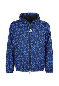 MONCLER - Niebieska kurtka z logo. Kolor: niebieski. Materiał: guma, materiał. Długość rękawa: długi rękaw. Długość: długie. Wzór: nadruk, aplikacja