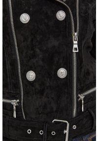 Guess - Ramoneska zamszowa. Okazja: na co dzień. Kolor: czarny. Materiał: zamsz. Długość: krótkie. Styl: casual