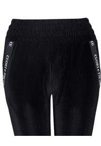 CUORI e PICCHE - Czarne aksamitne spodnie dresowe Mito Low. Stan: podwyższony. Kolor: czarny. Materiał: dresówka