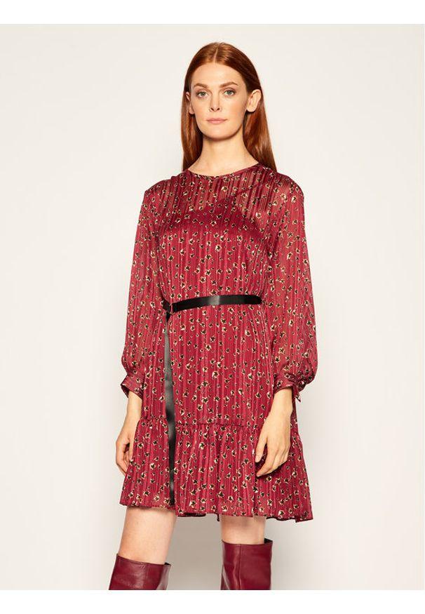 iBlues Sukienka koktajlowa Nitrite 72262706 Bordowy Oversize. Kolor: czerwony. Typ sukienki: oversize. Styl: wizytowy