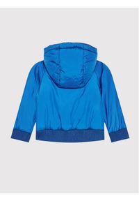 Guess Kurtka puchowa I1YL00 WCFM0 Niebieski Regular Fit. Kolor: niebieski. Materiał: puch