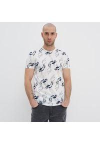 House - Koszulka z nadrukiem all over - Kremowy. Kolor: kremowy. Wzór: nadruk #1