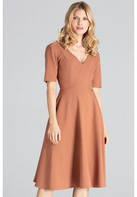 Figl - Rozkloszowana sukienka midi z dekoltem V brązowa. Okazja: do pracy, na imprezę. Kolor: brązowy. Długość: midi