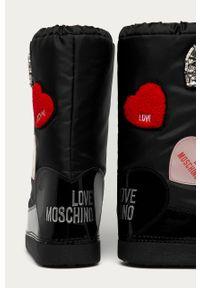 Czarne śniegowce Love Moschino z okrągłym noskiem, z cholewką, na sznurówki