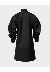 ANIA KUCZYŃSKA - Sukienka z woskowanej bawełny Xenia. Okazja: na co dzień. Kolor: czarny. Materiał: bawełna. Typ sukienki: koszulowe, proste. Styl: klasyczny, casual. Długość: mini