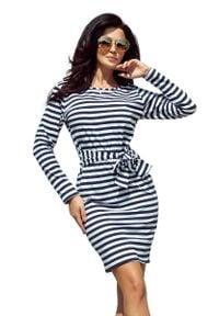 Numoco - Dopasowana Sukienka z Wiązanym Paskiem - Granatowo-Biała. Kolor: biały, wielokolorowy, niebieski. Materiał: elastan, poliester