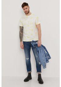 Guess - T-shirt. Okazja: na co dzień. Kolor: żółty. Materiał: dzianina, bawełna. Wzór: nadruk. Styl: casual #2