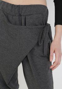 Szare spodnie Born2be