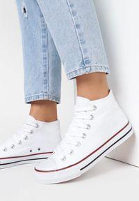 Born2be - Białe Trampki Melolle. Okazja: na co dzień. Wysokość cholewki: za kostkę. Nosek buta: okrągły. Zapięcie: pasek. Kolor: biały. Materiał: materiał, guma. Szerokość cholewki: normalna. Styl: klasyczny, casual