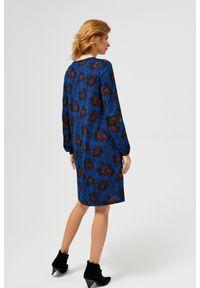 Niebieska sukienka MOODO na co dzień, w koronkowe wzory