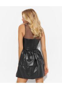 Ermanno Firenze - ERMANNO FIRENZE - Czarna sukienka ze skóry ekologicznej. Typ kołnierza: dekolt gorset. Kolor: czarny. Materiał: skóra ekologiczna. Typ sukienki: gorsetowe. Długość: mini