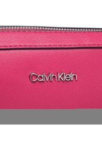 Calvin Klein - Torebka CALVIN KLEIN - Camera Bag K60K608556 RED. Kolor: czerwony. Materiał: skórzane