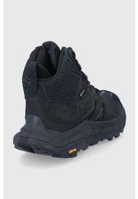 Hoka One One - Buty. Nosek buta: okrągły. Zapięcie: sznurówki. Kolor: czarny. Materiał: materiał. Szerokość cholewki: normalna. Technologia: Gore-Tex