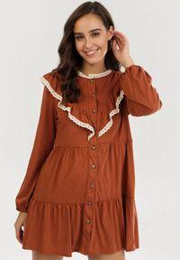 Born2be - Camelowa Sukienka Cahrielle. Długość rękawa: długi rękaw. Styl: klasyczny