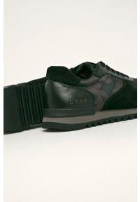 Czarne sneakersy DKNY na sznurówki, z cholewką, z okrągłym noskiem