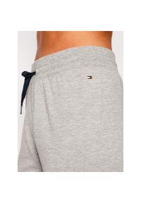 Spodnie dresowe TOMMY HILFIGER 1487906016. Kolor: szary. Materiał: dresówka