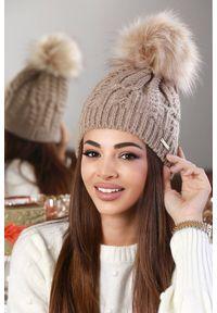 Beżowa czapka IVET elegancka