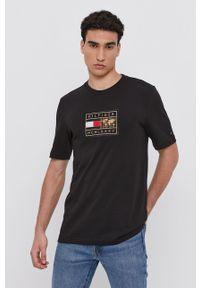 TOMMY HILFIGER - Tommy Hilfiger - T-shirt bawełniany. Okazja: na co dzień. Kolor: czarny. Materiał: bawełna. Wzór: aplikacja. Styl: casual