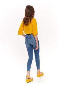 Żółta koszula TOP SECRET z dekoltem w serek, w kolorowe wzory, na co dzień