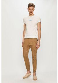 Jack & Jones - T-shirt. Okazja: na co dzień. Kolor: biały. Materiał: dzianina. Wzór: aplikacja. Styl: casual