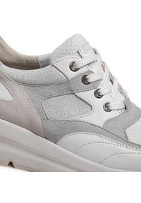 Geox - Sneakersy GEOX - D Backsie A D15FLA 08521 C0130 White/Ice. Okazja: na co dzień. Kolor: biały. Materiał: skóra, zamsz, materiał. Szerokość cholewki: normalna. Sezon: lato. Styl: casual. Sport: turystyka piesza