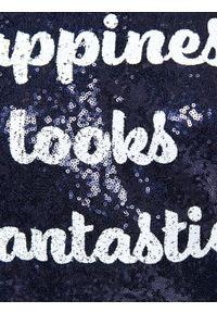 TOP SECRET - Cekinowa sukienka z napisami , na imprezę. Okazja: na imprezę. Kolor: niebieski. Długość rękawa: krótki rękaw. Wzór: napisy. Sezon: jesień, zima. Styl: elegancki