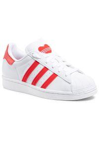 Adidas - Buty adidas - Superstar J FY2569 Ftwwht/Vivred/Ftwwht. Zapięcie: pasek. Kolor: biały. Materiał: skóra. Szerokość cholewki: normalna. Wzór: paski. Sezon: lato. Styl: klasyczny, młodzieżowy