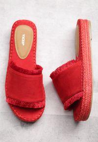 Czerwone klapki Born2be