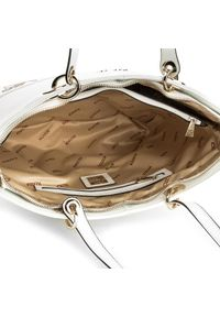 Biała torebka klasyczna Kazar z napisami, elegancka