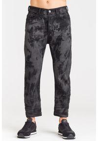 Versace Jeans - CZARNE JEANSY VERSACE JEANS Z PRZEBARWIENIAMI. Kolor: czarny