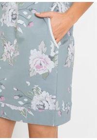 Sukienka dresowa z nadrukiem bonprix miętowo-szary w kwiaty. Kolor: srebrny. Materiał: dresówka. Wzór: nadruk, kwiaty