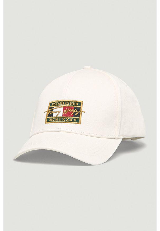 Biała czapka z daszkiem TOMMY HILFIGER z aplikacjami