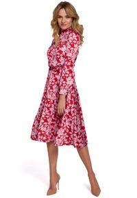 Czerwona sukienka wizytowa MOE ze stójką, w kwiaty